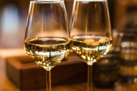5 Effective Tips That Help Drink Wine Without Teeth Staining